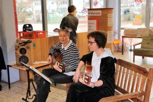 03 musikalische Begleitung von Frau Rosenkranz und Frau Hellmann