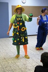 05 Frau Bruhn lässt das Schnischnaschnappikrokodil tanzen