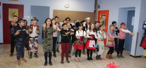 16, Klasse 3 tanzt Nossa